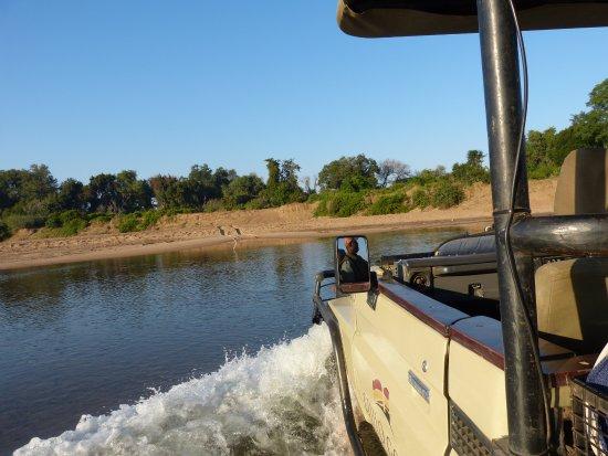 Chiredzi, Zimbabue: Crossing into Gonarezhou