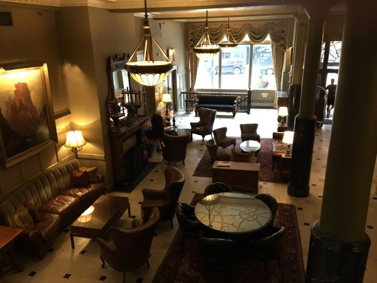 The Oxford Hotel: Great lobby!