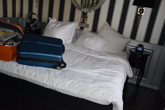 Hotel Sint Nicolaas: Habitaciòn con la cama grande