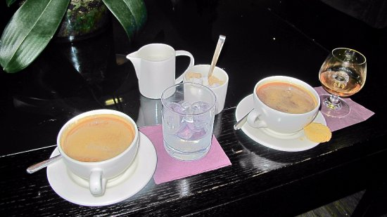 Cliff House Hotel: Coffees and liquors after our bar meals