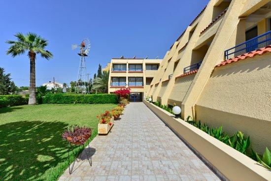 Napa Prince Hotel Apartments: Garden