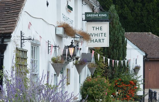 Hampstead Norreys, UK: Front of the Pub