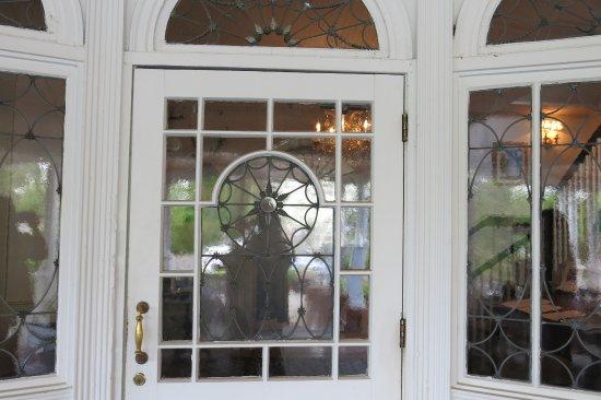 Simsbury, CT: Front door of Inn