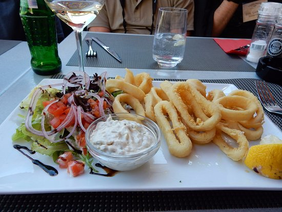 IL Canto : Calamari, Salad, Side of French Fries and White Wine