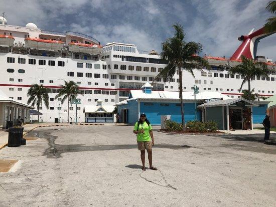 The Bahamas' Arts and Straw Market