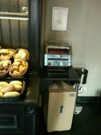 Hotel Sint Nicolaas: Tostador de pan.