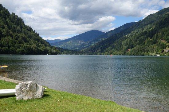 Afritz, Austria: המסעדה שוכנת ממש על האגם