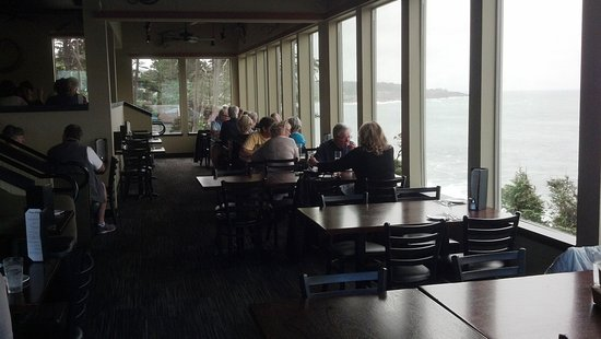 Depoe Bay, OR: The lower seating area. Every table has a great view.
