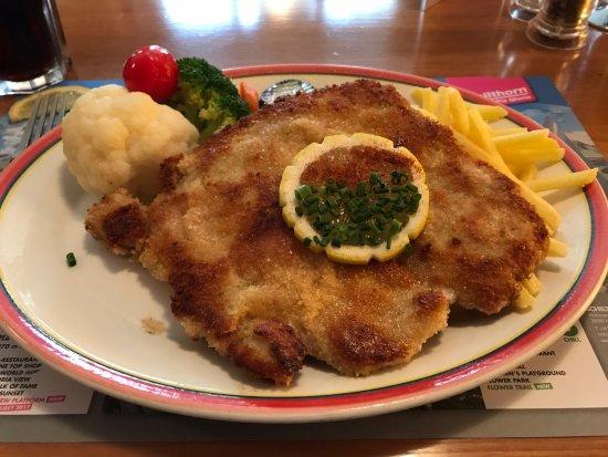 Hotel Oberland Restaurant : schnitzel