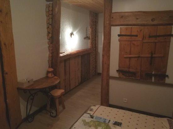 Arc-sous-Cicon, ฝรั่งเศส: Zimmer und Bad (von Biene0508)