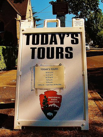 McLoughlin House: Sign with tour times outside the Barclay House where tours start