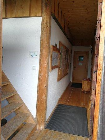 Arc-sous-Cicon, France: Unterkunft und Eingangsbereich (von Biene0508)