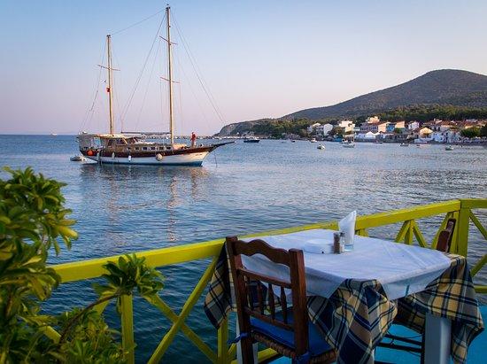 Ireon, Yunani: Χύμα στο κύμα.