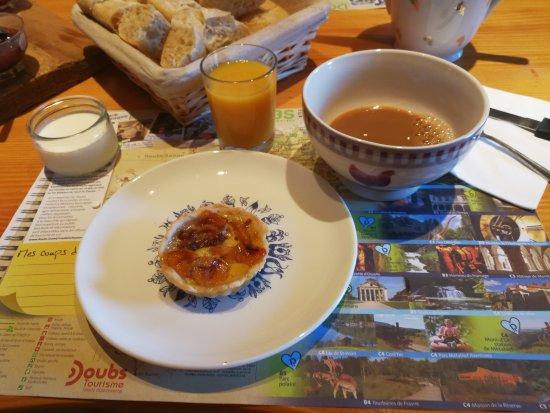 Arc-sous-Cicon, France: Frühstücksraum inkl. Frühstück (von Biene0508)