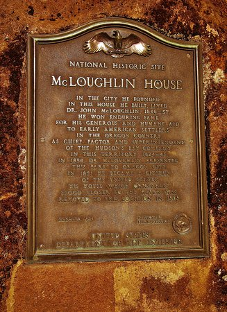 McLoughlin House: Plaque in front of the house