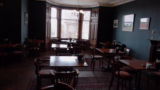 Boat of Garten, UK: Dining room looking to bay window