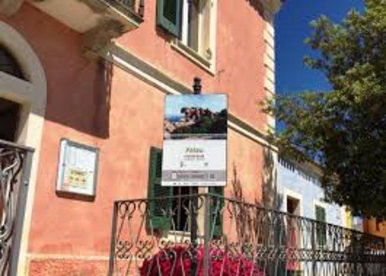 Ufficio Di Entrata : Entrata dell ufficio foto di palau ufficio turismo palau
