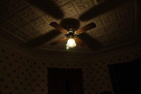 Columbus Hotel: Tin Ceiling