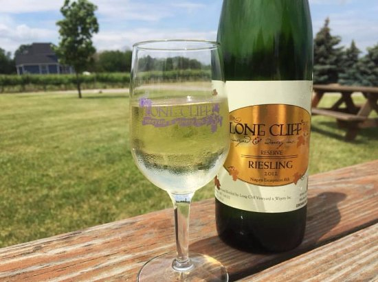 Sanborn, Nova York: Dry Reserve Riesling on a hot Summer day?  Yum!