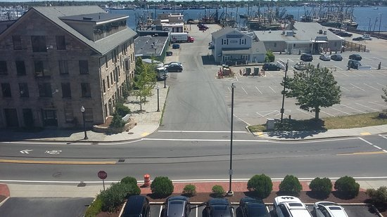 Fairfield Inn & Suites New Bedford: vista do quarto do hotel