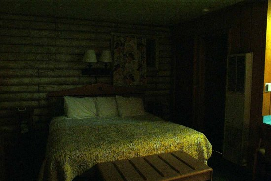 Island Acres Resort Motel: Sleeping Area (sorry - no flash)