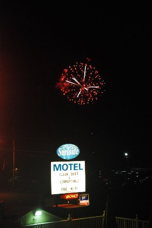 Surfside Motel: Fireworks from the deck!