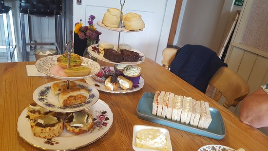 Wetheral, UK: Afternoon tea for two (I know it looks like it's for 20!!)