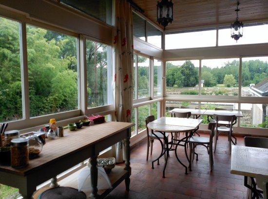 Saint-Georges-sur-Cher, Prancis: Zona desayuno