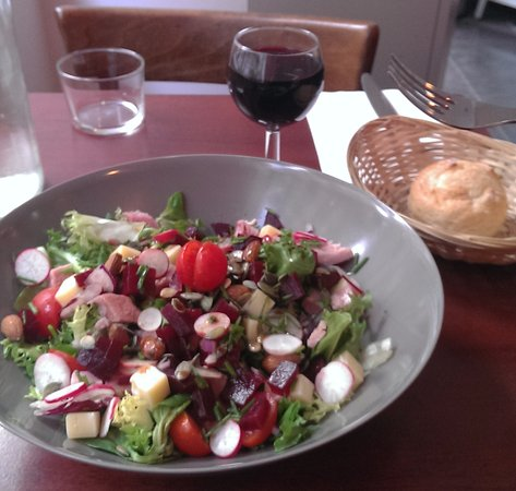 The Little Cafe: Salad with ham