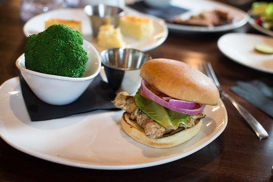มอนโร, โอไฮโอ: chargrilled chicken with steamed broccoli