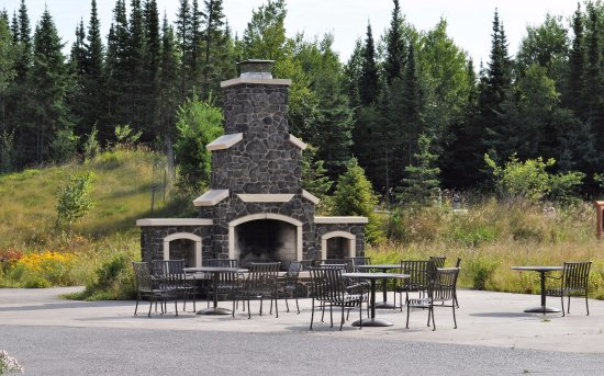 Silver Bay, MN: Tettegouche State Park Visitor's Center outdoor seating