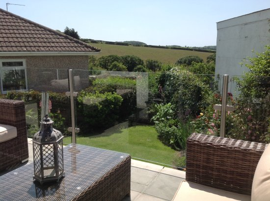 Stowford Guest House: Relax on the patio with a glass of wine or a cup of tea!