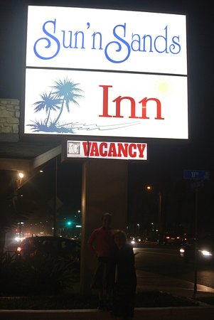 Sun 'n' Sands Motel: sign