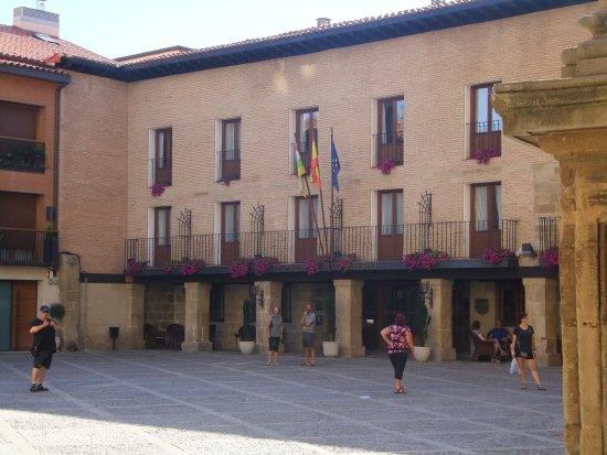 Parador de Santo Domingo de la Calzada: The front facade and entrance