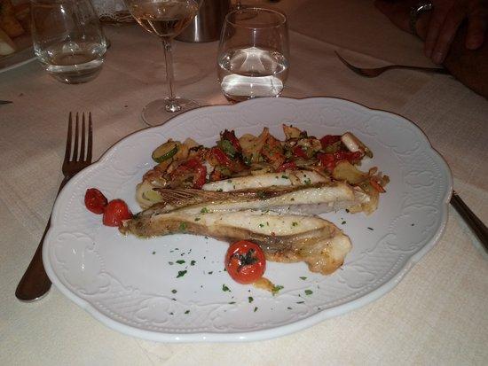 Palaia, Italia: rana pescatrice con verdure al forno