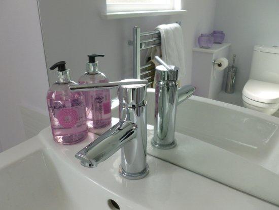 Broadstone, UK: Sunset  en suite shower room
