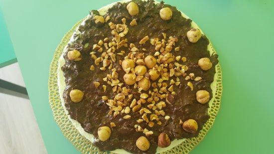 Galliate, Italia: Crepes dolci ai frutti di bosco, torte a base di yogurt con diverse decorazioni  dalla nutella a