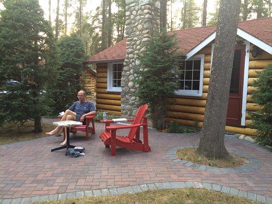 Alpine Village Cabin Resort - Jasper : Nice patio
