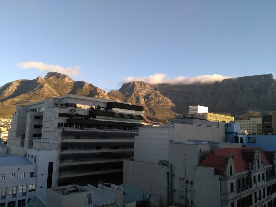 Cape Diamond Hotel : Stunning view of the mountain from the rooftop.
