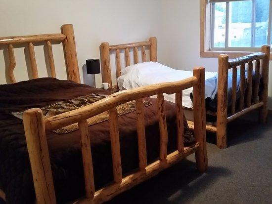Pine Shadows Motel: Bedroom #1