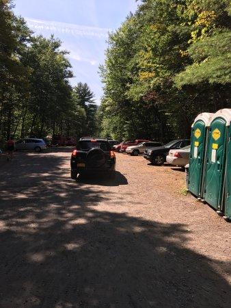 "Hadley, نيويورك: Parking Lot & ""facilities"""