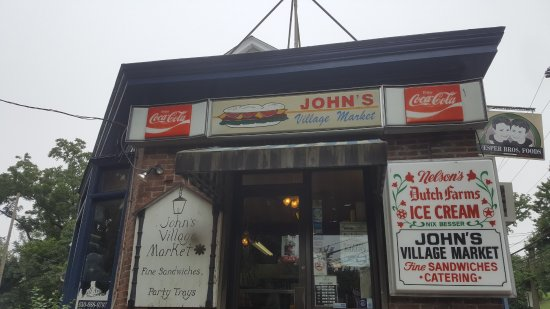 John's Village Market : Outside