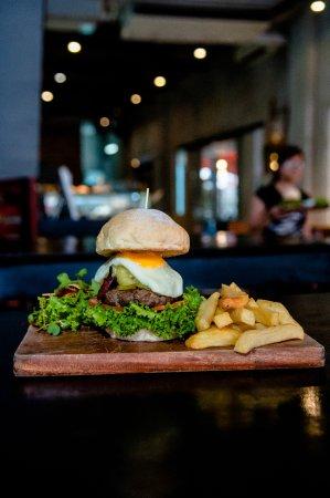 Dingo Deli: Aussie Burger
