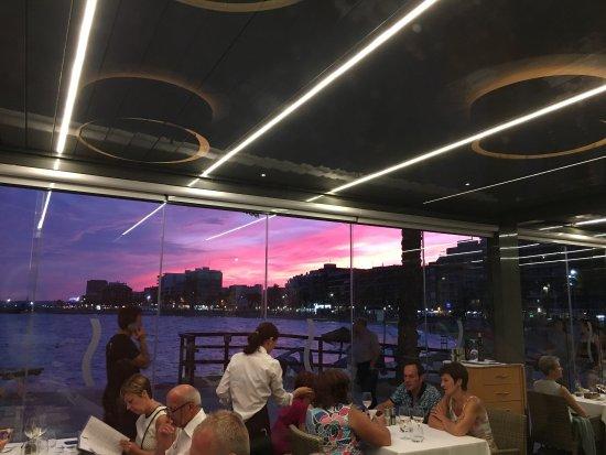 Restaurant Sunset Beach: Fantasy Shrimps, Rack of Lamb and a gorgeous blue hour!