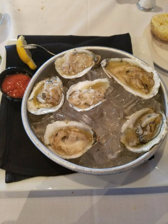 The Wharf: raw oysters