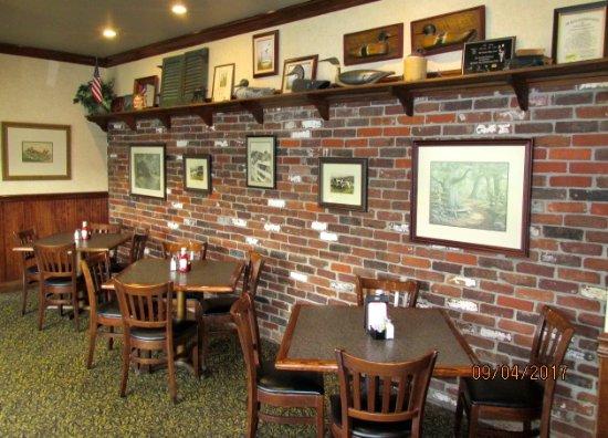 Desha's Restaurant and Bar: In
