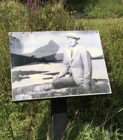 กอง, ไอร์แลนด์: Guess who (sign at bridge)