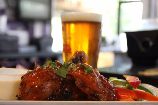 HomeSlice Pizza : Beer and wings, it's a match made in heaven!