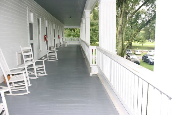 Red Boiling Springs, TN: Part of the front porch