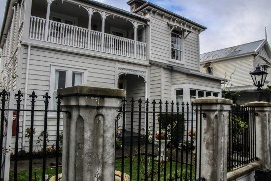 Red Monkey Ponsonby Manor: Exterior